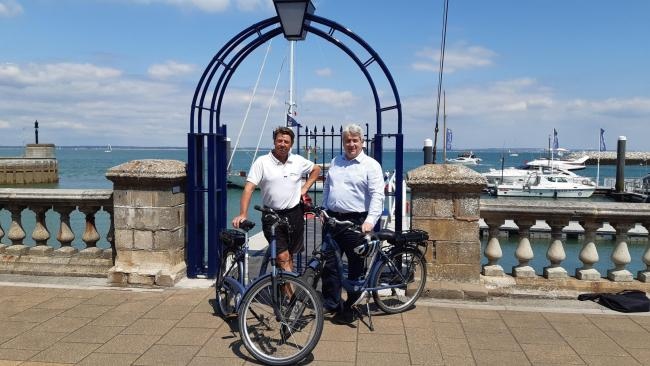 Laurence Mead Cowes Week Ltd and Will Myles Visit Isle of Wight with electric bikes at Cowes