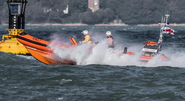 Tangled spinnaker causes problems for yacht during Cowes Week