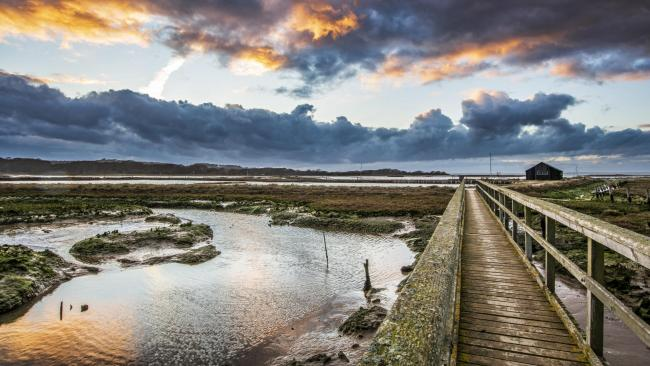 Island photographer Les Lockhart has won a national prize with his photo of Newtown Nature Reserve.