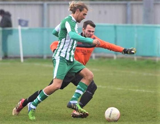 Isle of Wight County Press: Scott Jones in action for Chichester City.