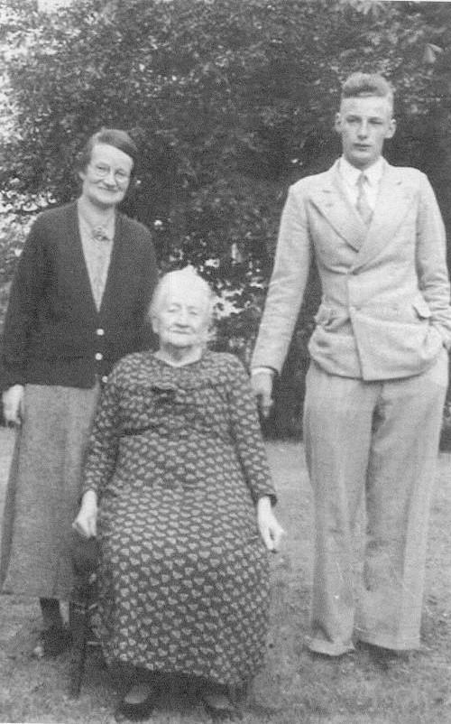 Isle of Wight County Press: Peter's mother Annie Ethel Lansley (left), Peter's grandmother Harriette Stark (middle) and Peter aged 21 (right).
