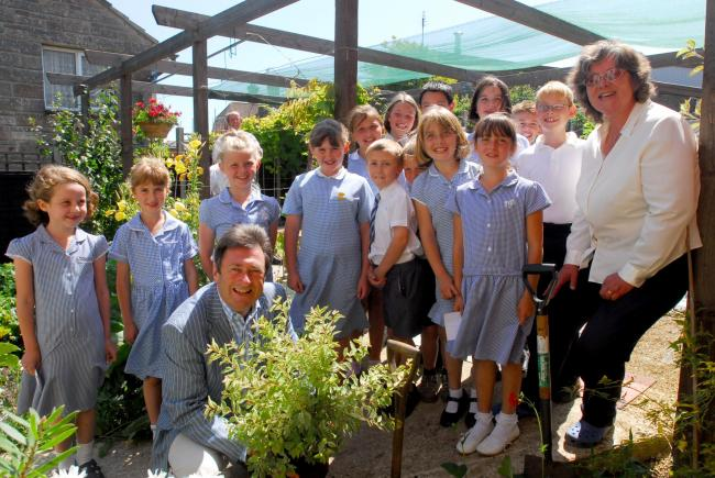 Shanklin. Primary School St Georges Garden. High Sheriff Alan Titchmarsh plants a shrub watched by the pupils and Jenny Bolt, right, head gardner.