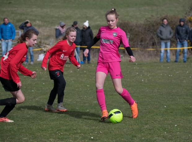 Isle of Wight County Press: Phoebe Connor (wearing pink) in action for Vectis Youth.