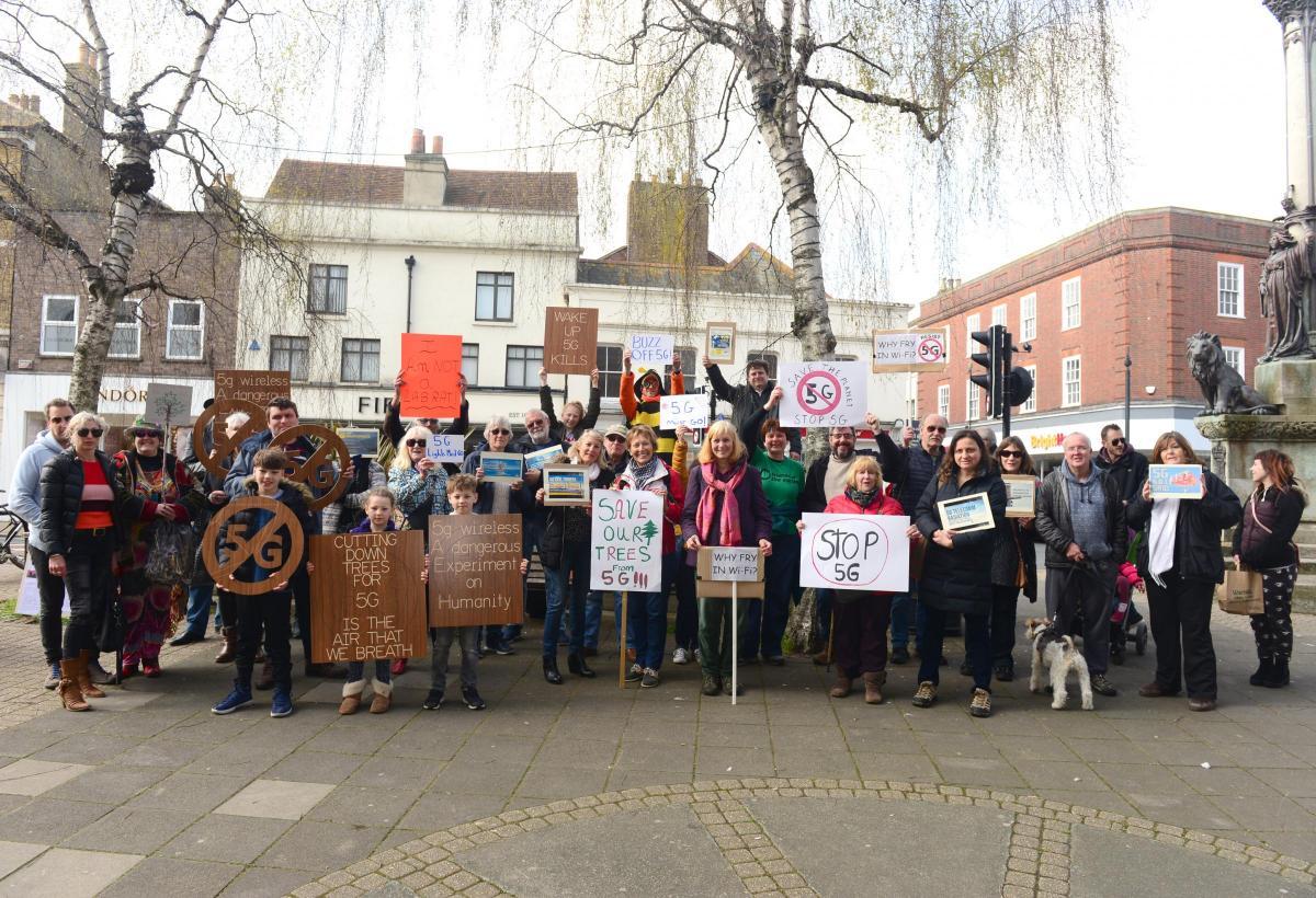 מחאה נגד פריסה של אנטנות דור חמש בסלולר 5G