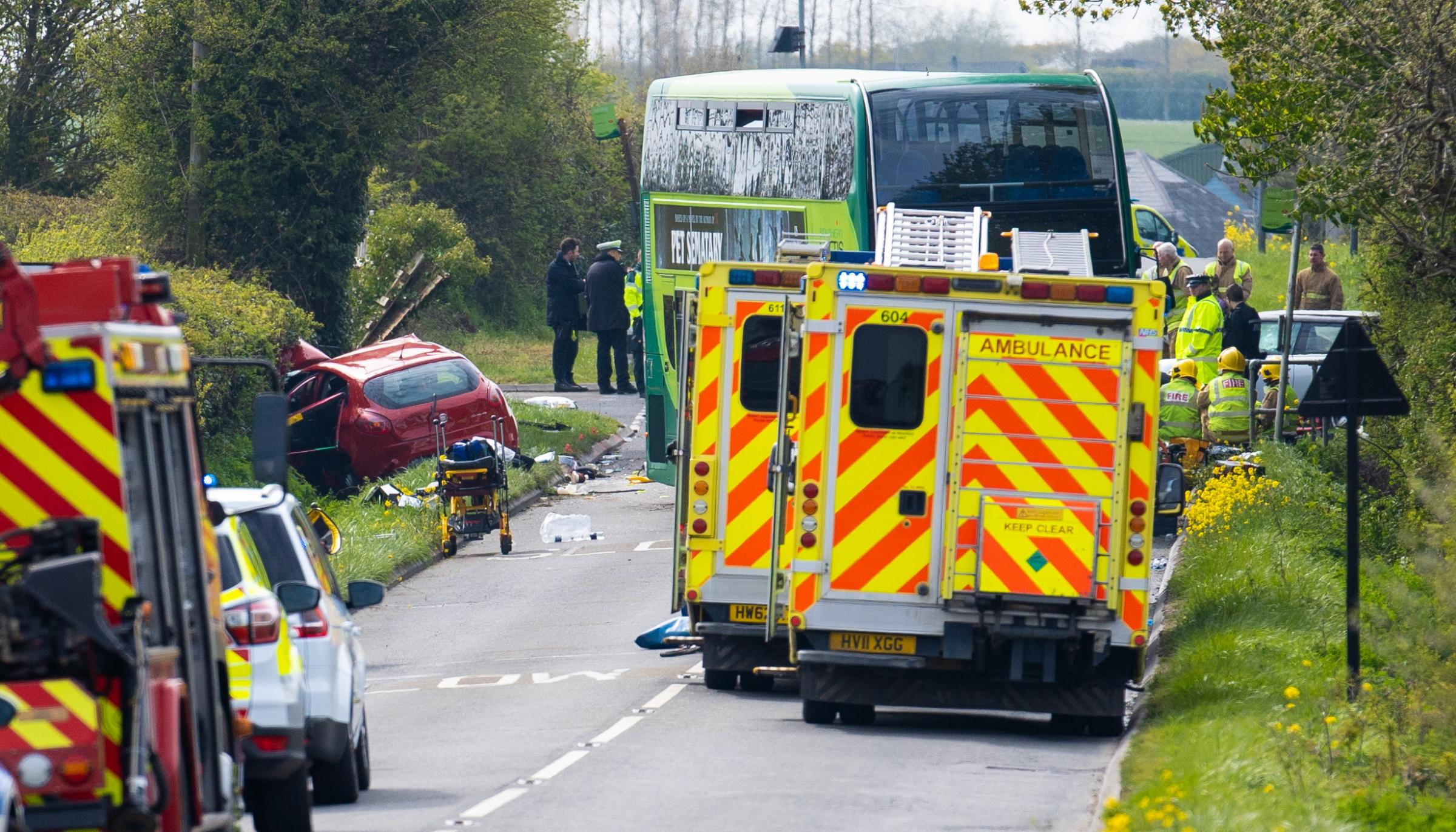 Isle of Wight NHS chief praises emergency response to fatal bus crash major incident on Forest Road