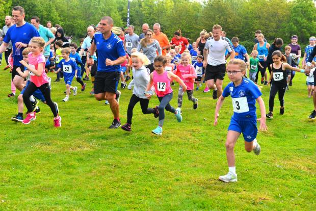 Isle of Wight County Press: The start of the children's race in Sunday's Newchurch Nine, with event organiser, Adam Tuck (in blue), centre, leading the way with other parents.