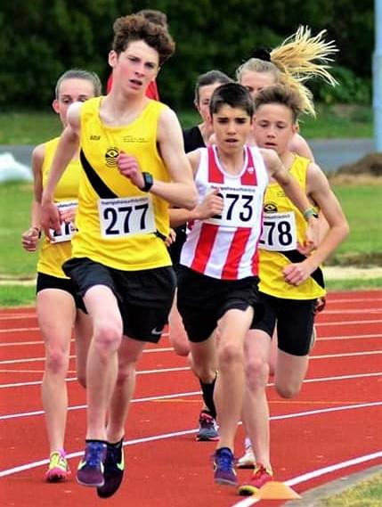 Isle of Wight County Press: Campbell Laird (centre, in yellow) and Noah Patey (far right) in the 3,000m race.