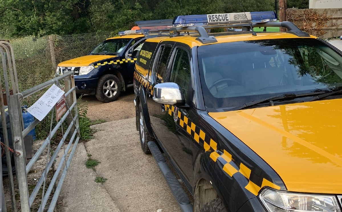 Three rescued from River Medina after dinghy capsizes